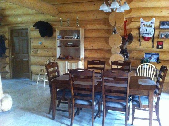 Alaska's Wasilla Bed and Breakfast: dinning room