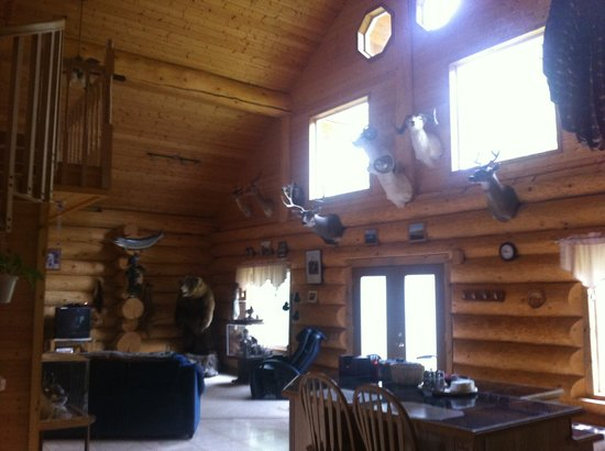 Alaska's Wasilla Bed and Breakfast: lower living room