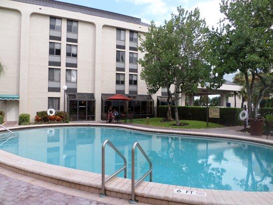 Hampton Inn Ft. Lauderdale - Cypress Creek : piscina