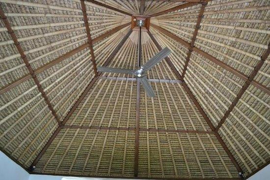 Suka's House Bed & Breakfast : balinese grass roop top