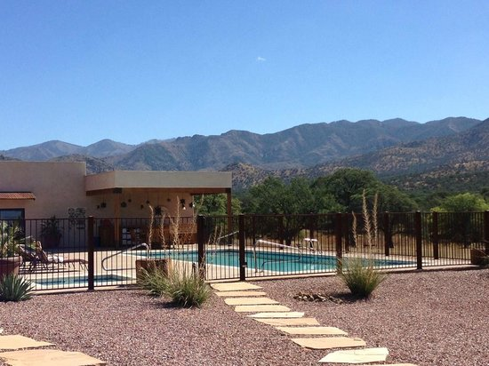 Sunglow Ranch - Arizona Guest Ranch and Resort: Pool area