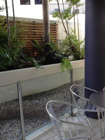 بارك ريجيس سيتي كوايز: Balcony area level 2. Nice, but no view