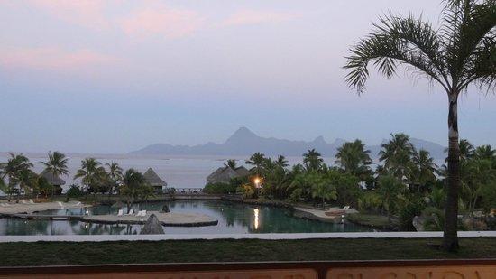 InterContinental Tahiti Resort & Spa : Vue sur Moorea au lever du jour