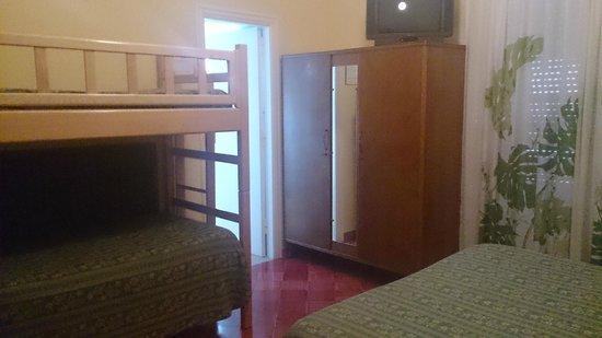 Hotel Carmencita: ダブルベッドにさらに2段ベッドがありました。