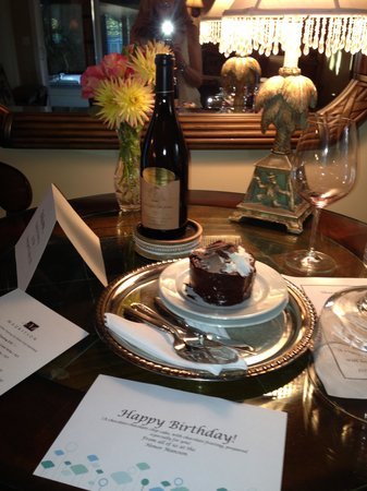 Honor Mansion, A Wine Country Resort : My cake!