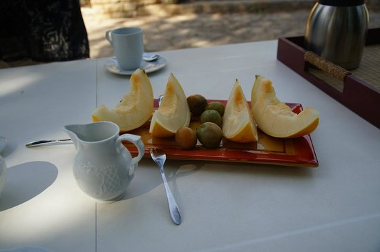 Villa Thebaide: A welcome drink & fruit.