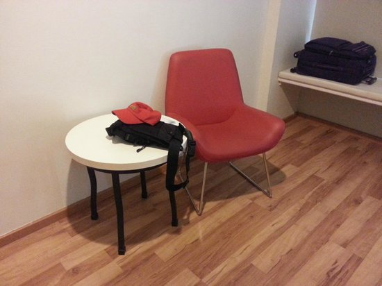 The Palace Hotel Kota Kinabalu: Red armchair that I didn't touch
