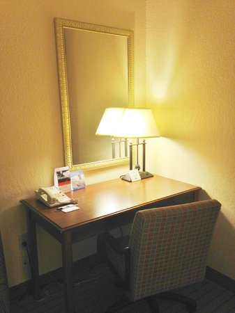 Holiday Inn Express Enterprise: Desk