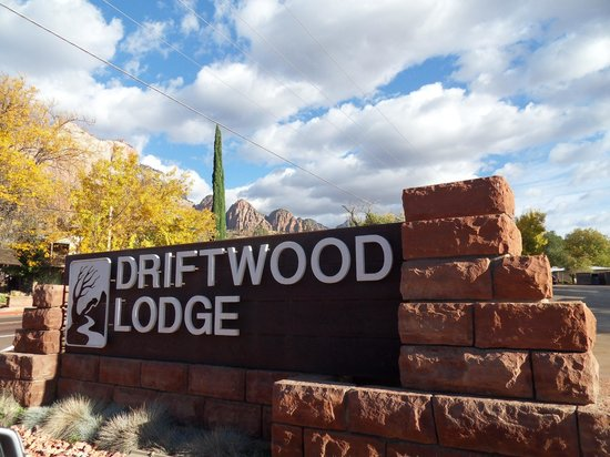 Driftwood Lodge : Welcome to Paradise