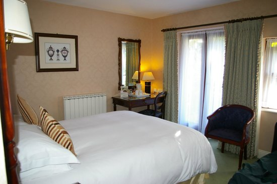 Greenhills Country House Hotel: our comfy bed