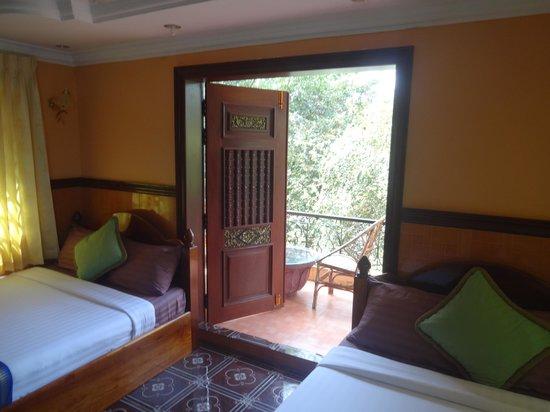 River Village Manor: Room 8, door to balcony
