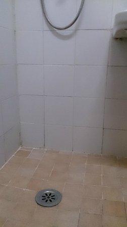 Repubblica Hotel: シャワーはあるけど・・・。