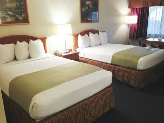 BEST WESTERN Crossroads Inn: Comfy beds