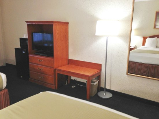 BEST WESTERN Crossroads Inn: Amenities - TV, microwave, refrigerator, wi-fi