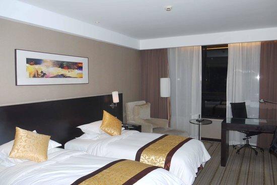 Shanghai Jiulong Hotel: Lots of room