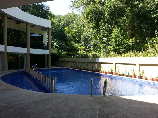 The Palace Hotel Kota Kinabalu: Small swimming pool area