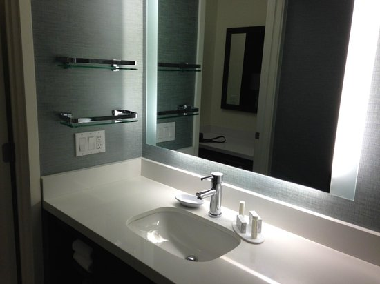 Residence Inn Tustin Orange County: Convenient shelves