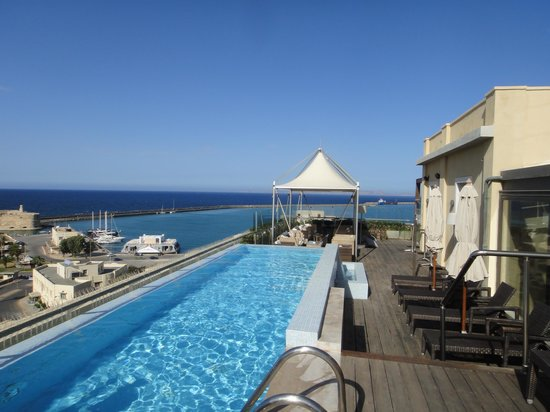 GDM Megaron Hotel : Rooftop pool