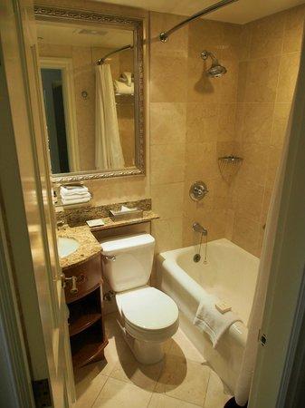 Fairmont Chateau Lake Louise : Bathroom