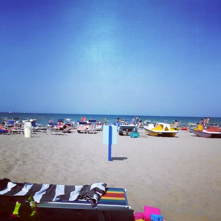 Hotel Sorriso: het strand tegenover hotel