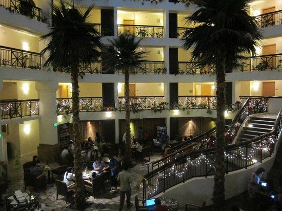 Hilton Guam Resort & Spa: 우리가 묶었던 동에 있는 레스토랑