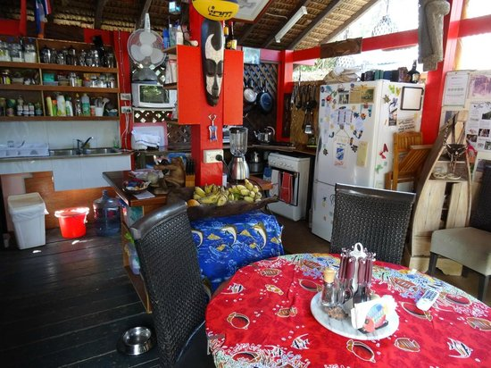 Traveller's Budget Motel: The Kitchen and Dining Area
