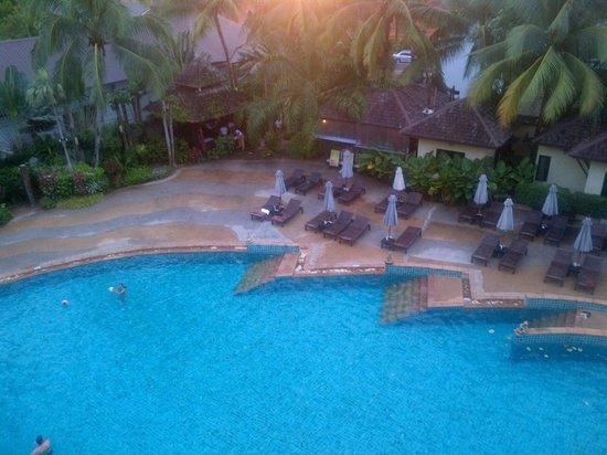 Krabi La Playa Resort: poolside view from room
