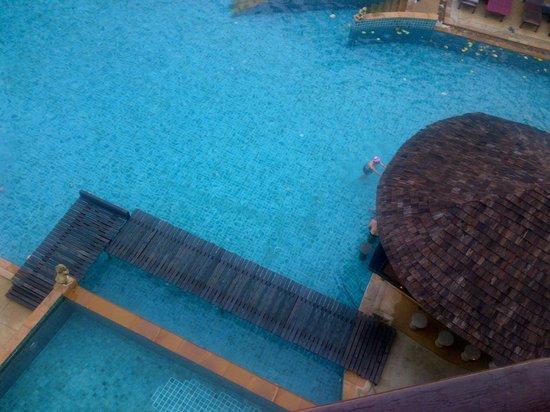 Krabi La Playa Resort: Pool and bar view from my room