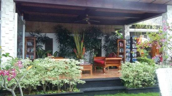 Aleesha Villas: Hotel arrival area