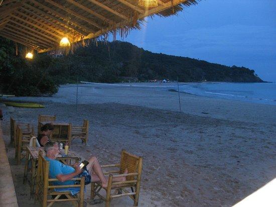 Golden Pool Villas : Beach only 5 min walk