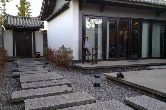 Pullman Lijiang Resort & Spa: Deluxe villa garden