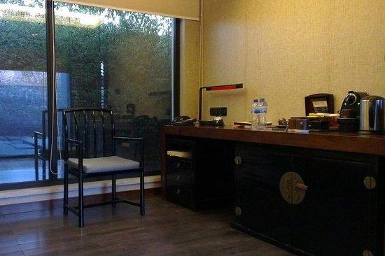 Pullman Lijiang Resort & Spa: Deluxe villa study room