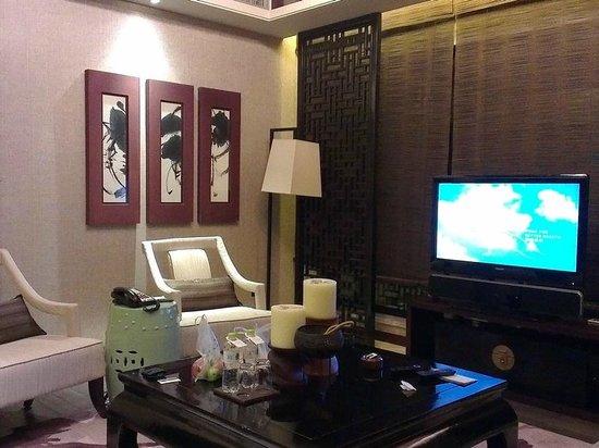 Pullman Lijiang Resort & Spa: Deluxe villa living room