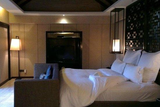 Pullman Lijiang Resort & Spa: Deluxe villa bedroom