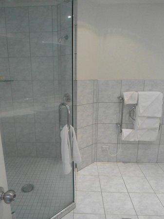 Muri Beach Club Hotel: Bathroom