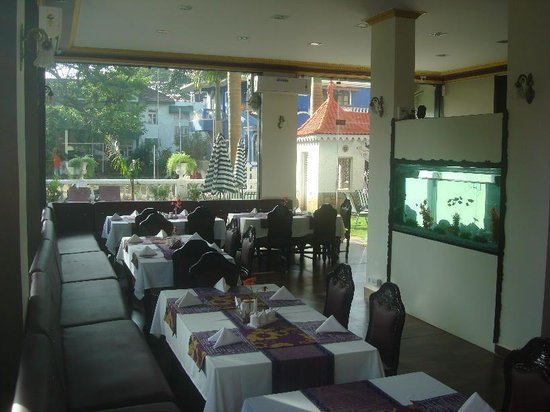 Hotel Viva Goa International: Renovated air conditioned restaurant