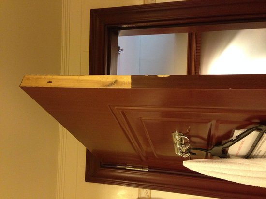 Savannah Resort Hotel: I'm having a hard time closing the door. They need to fix it ASAP