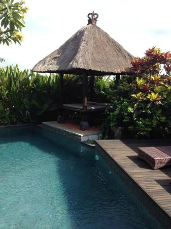 Park Hotel Nusa Dua: Pool area with gazebo