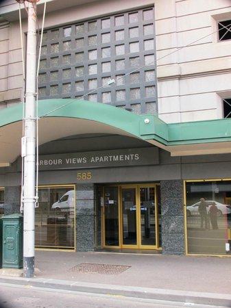 Harbour View Apartment Hotel: entrance