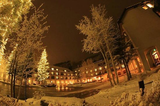 Hotel Talisa, Vail : Entrance view right after wet snow in evening.