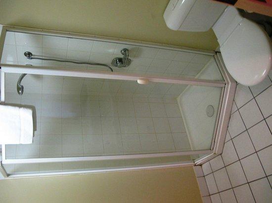 Harbour View Apartment Hotel: bathroom