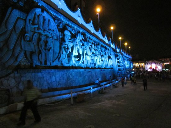 L'Invito Papantla: El mural de Papantla: vale la pena después de comer con nosotros!