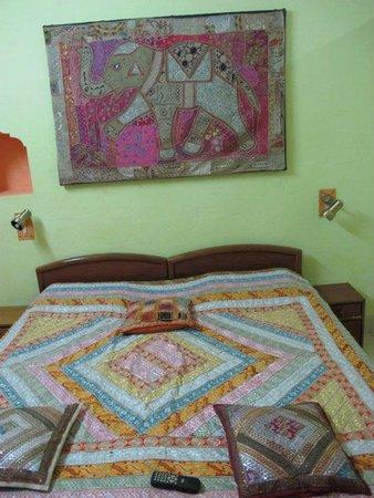 Ganpati Guest House: Our room (triple AC)