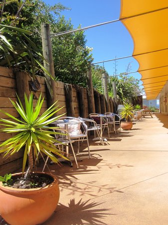Pearl of the Bay: Guest patio area