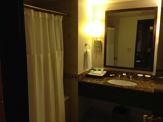 Outrigger Guam Beach Resort: バスルーム