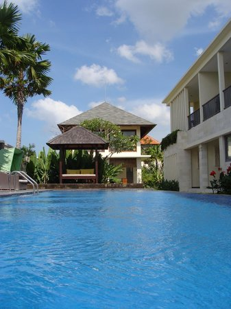 R & R Bali Bed and Breakfast Suites : Awesome pool