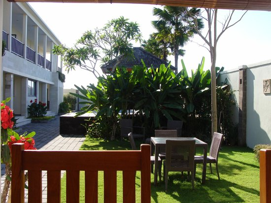 R & R Bali Bed and Breakfast Suites: View from our breakfast table