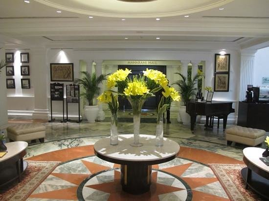 The Claridges New Delhi: Reception area