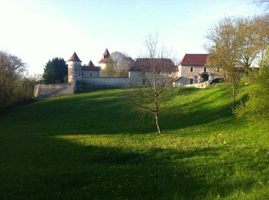 Chateau Chapeau Cornu : Les fortifications extérieures