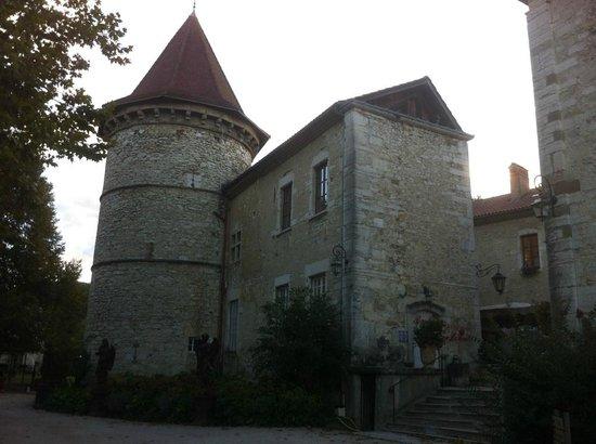 Chateau Chapeau Cornu : Vue extérieure côté est